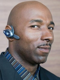 men in bluetooth headsets are a turnoff for women on dates